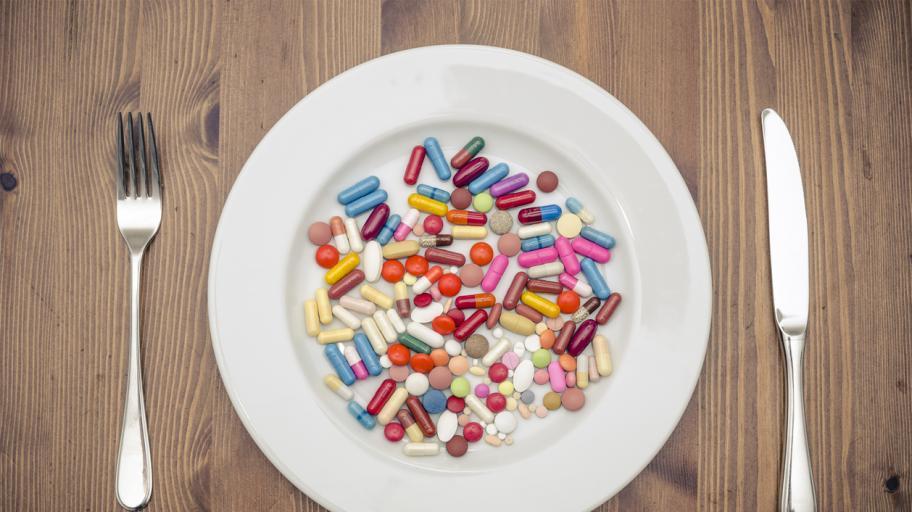Внимавайте! Тези храни и напитки пречат на лекарствата