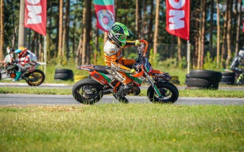 Оспорваните състезания в Кюстендил по СуперМото продължиха и в неделя