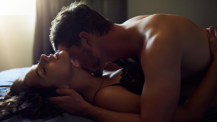 10% от британците правят секс на тъмно, за да... пестят от сметките за ток