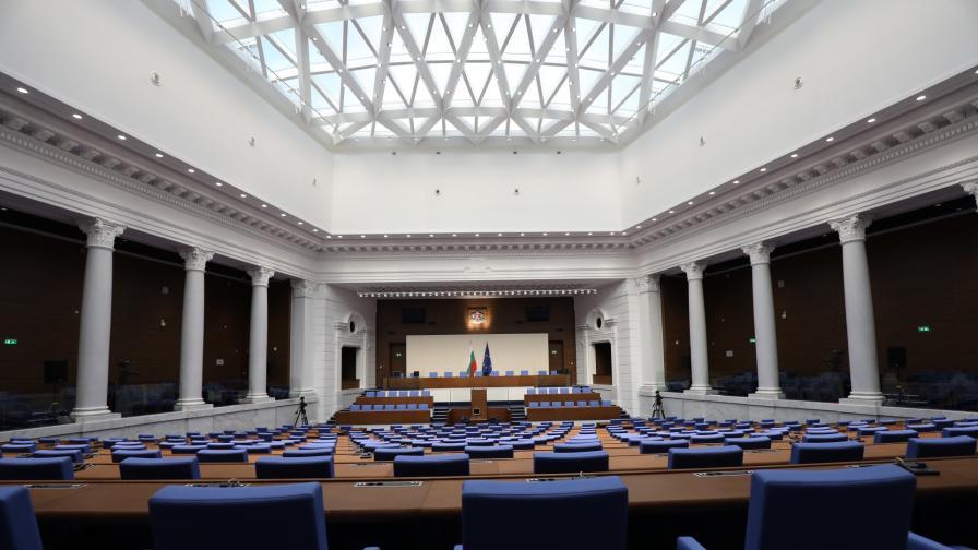 <p>Вижте новата зала, в която ще заседават депутатите (снимки)</p>