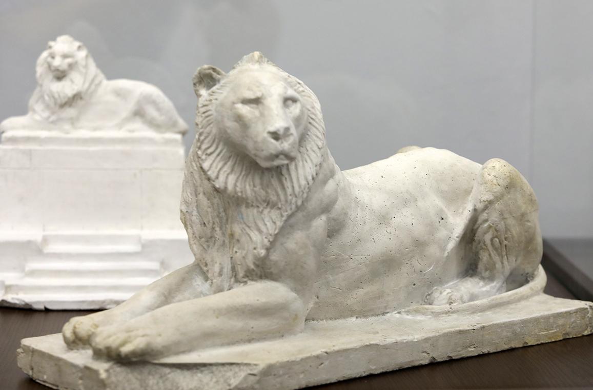 <p>Андрей Николов (1878-1959) Макет на Паметника на Незнайния воин, 1926-1931, гипс</p>  <p>Andrey Nikolov (1878-1959) Model of a Monument to the Unknown Soldier, 1926&ndash;31, plaster</p>