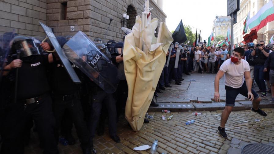 Ескалация и газ на протеста