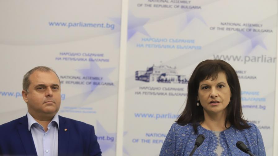 ГЕРБ събра необходимите подписи, внесе проекта за Конституция