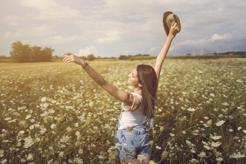 <p><strong>Близнаци</strong></p>  <p>Още от началото на лятото Близнаците ще имат късмет както в бизнеса, така и в личния си живот. Астролозите препоръчват да прекарват повече време активно, да не се страхуват от промени и да не се колебаят да се изявяват. Смелостта и разумността ще ви помогнат да намерите щастие във всички области на живота и да заобиколите неприятностите. Най-доброто време за привличане на финансово благополучие ще бъде юли, но Близнаците ще могат да намерят истинската любов или хармония с половинката си чак през август.</p>