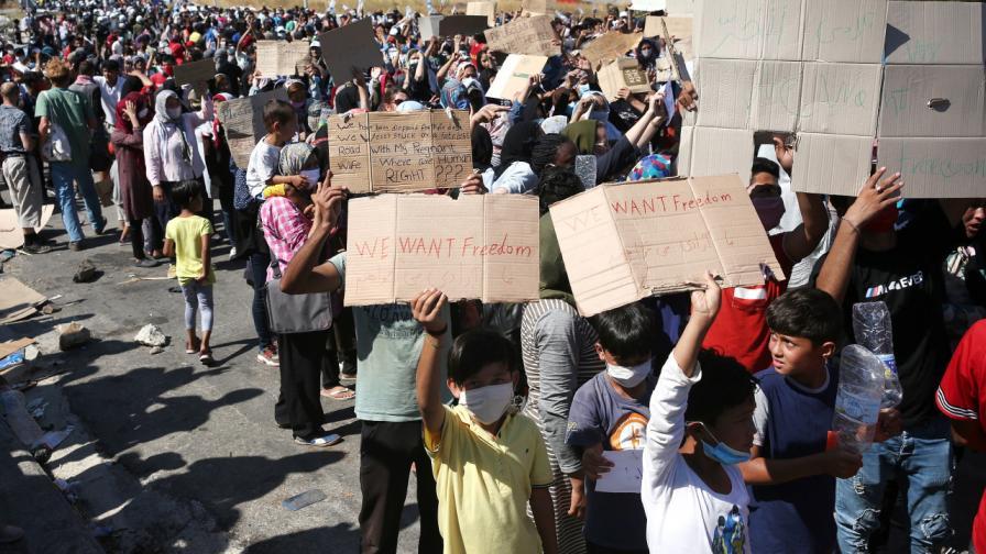 """България предлага да приеме 20 деца без родители от лагера """"Мория"""""""