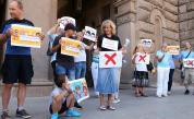 Родители на протест срещу мерките в училище