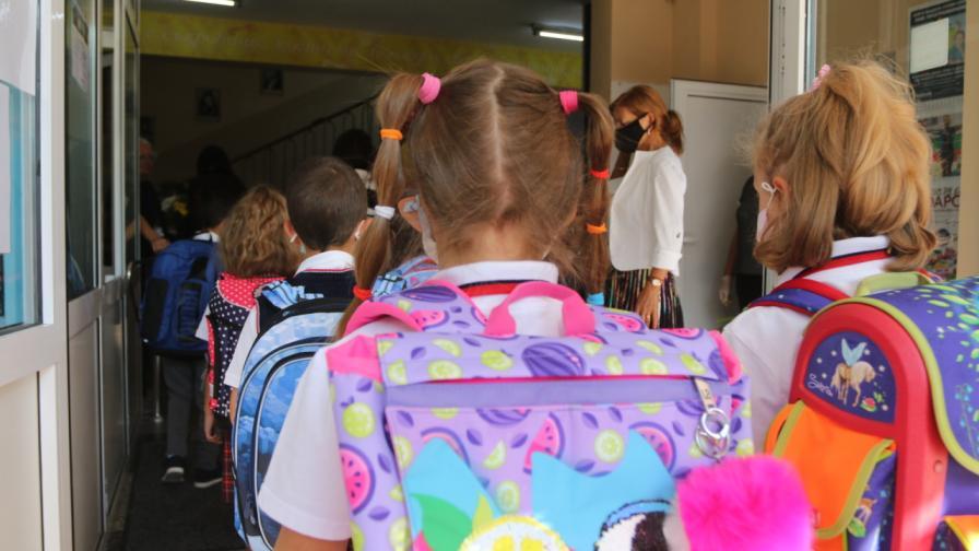 Първият учебен ден на децата на известни българи (СНИМКИ)