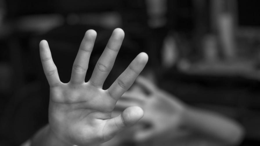 Почина запалената от мъжа си във Врачанско жена
