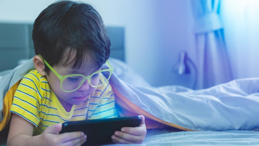 <p>Увеличава ли онлайн обучението късогледството при децата</p>