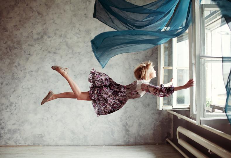 <p>Човек забравя повечето си сънища веднага след събуждане, затова не разстройвайте и не се притеснявайте. Нашият мозък се опитва да не пропуска наистина важните сигнали. И тогава, <strong>ако сте сънували, а на сутринта съня сякаш е &bdquo;изчезнал&ldquo; от главата ви, може би това също не е случайно. </strong>В живота изобщо няма случайности. Всичко, което ни се случва, включително ежедневни дреболии, е важно. <strong>Научете се да забелязвате тези малки неща, научете се да слушате себе си, защото като цяло ние самите знаем в каква посока се движим и каква е нашата мисия.</strong> Пророческият сън е само един от ключовете.</p>