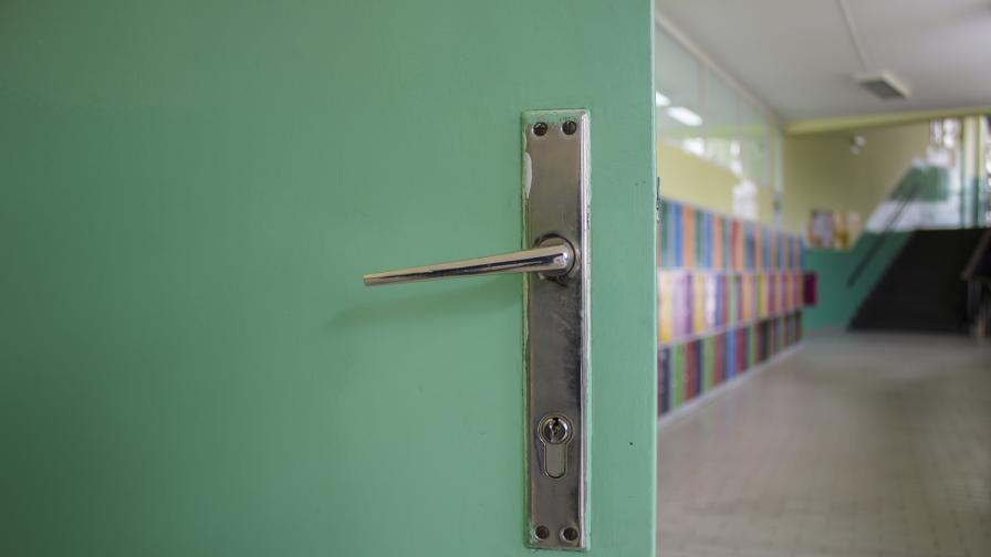 Затвориха две училища у нас заради COVID-19