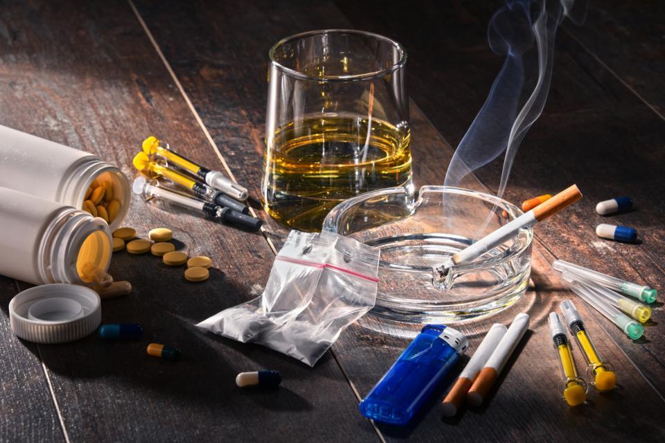 алкохол дрога наркотици зависимост алкохолизъм