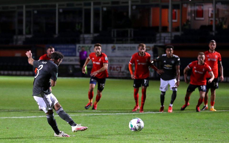 Юнайтед води с 2:0 на Лутън в мач от третия