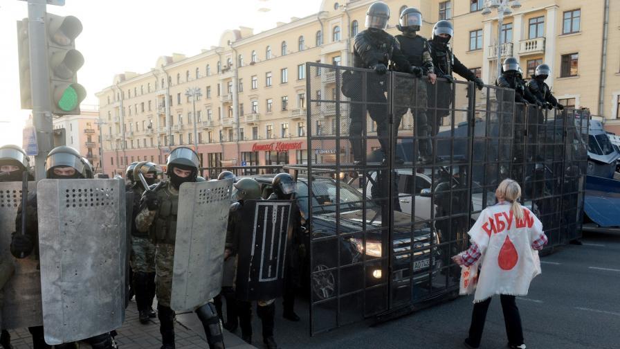 <p>Защо силите за сигурност в Беларус са толкова брутални</p>