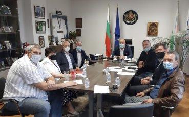 Министър Кралев и представители на федерации обсъдиха мерките за допускане на публика на закрито