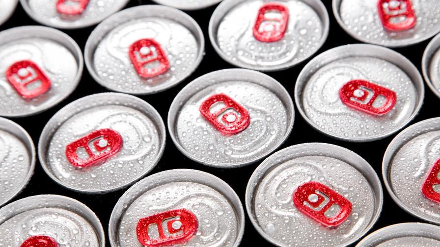 Забраняват продажбата на енергийни напитки на непълнолетни