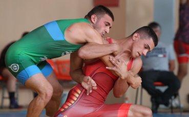Шампионът при мъжете стигна до финал и на първенството по борба при юношите