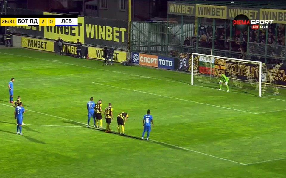 Ботев Пловдив води с 2:1 на Левски след първото полувреме