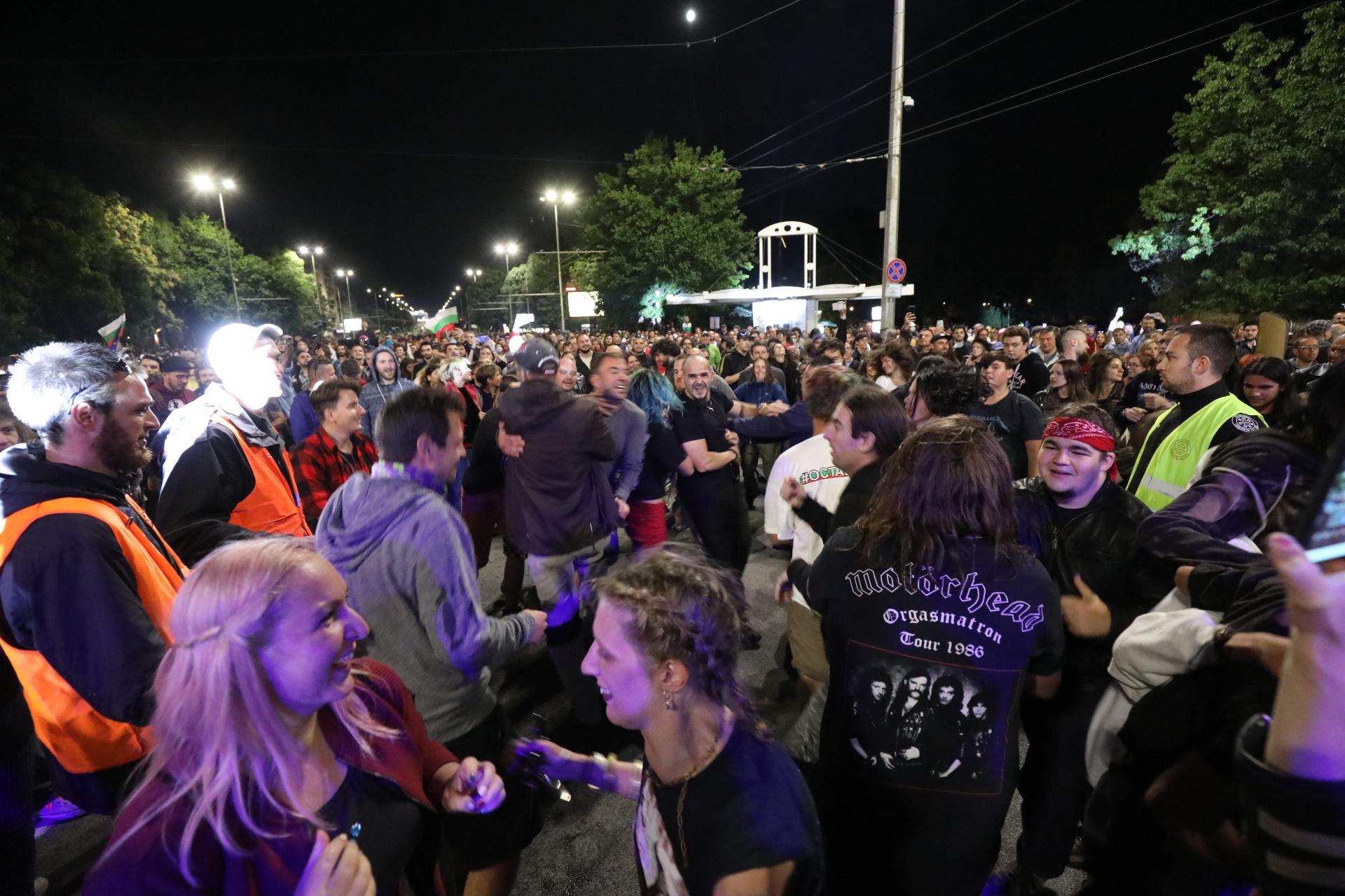 <p>Митинг-концерт блокира &quot;Орлов мост&quot;</p>