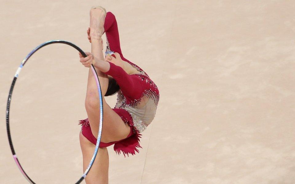 Тя е гимнастичка, има куп спечелени отличия от международни и