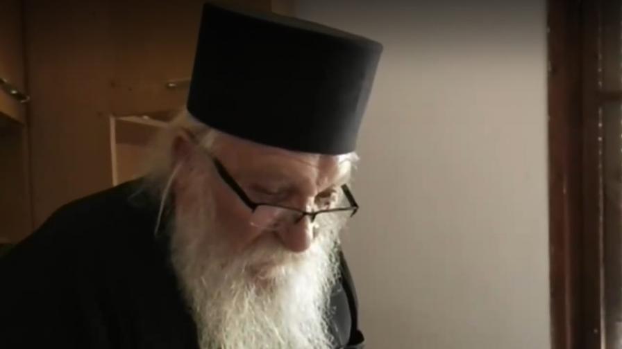 Отец Иван от Нови хан е пред фалит