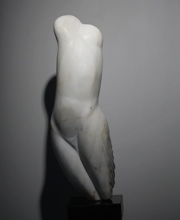 <p>Младост, бял мрамор, 65/20/17см</p>