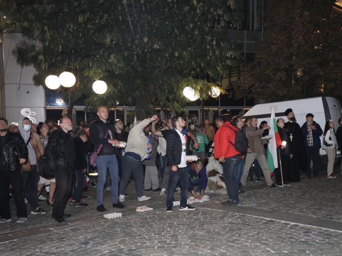 Протестиращите се събират за 86та вечер