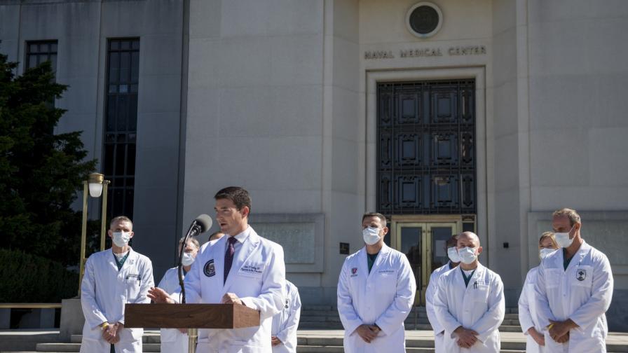 <p>Лекуващият лекар: Тръмп се подобрява, но още не е извън опасност</p>
