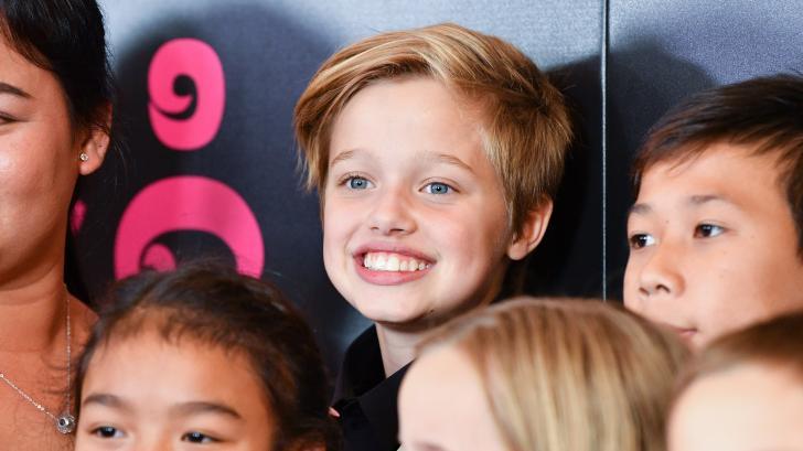 От момиче към момче: Как дъщерята на Брад Пит и Анджелина Джоли стана Джон