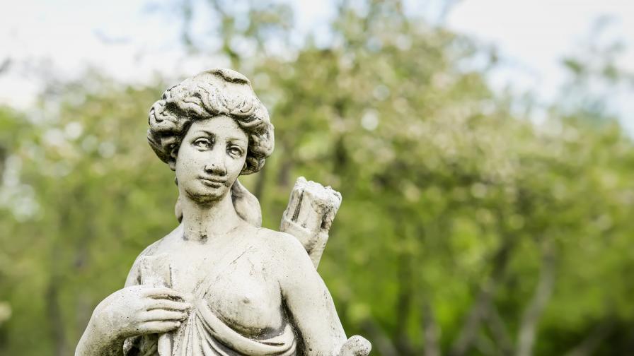 Мъж открадна емблематична скулптура във Варна