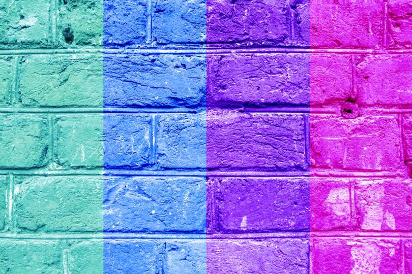 <p><strong>Неонови цветове.</strong>&nbsp;Експертите са категорични, че те трябва да се избягват, тъй като предизвикват възбуда и прилив на допълнителна ненужна за спалнята енергия. Неоновите цветове със сигурност ще ви попречат да се отпуснете.</p>