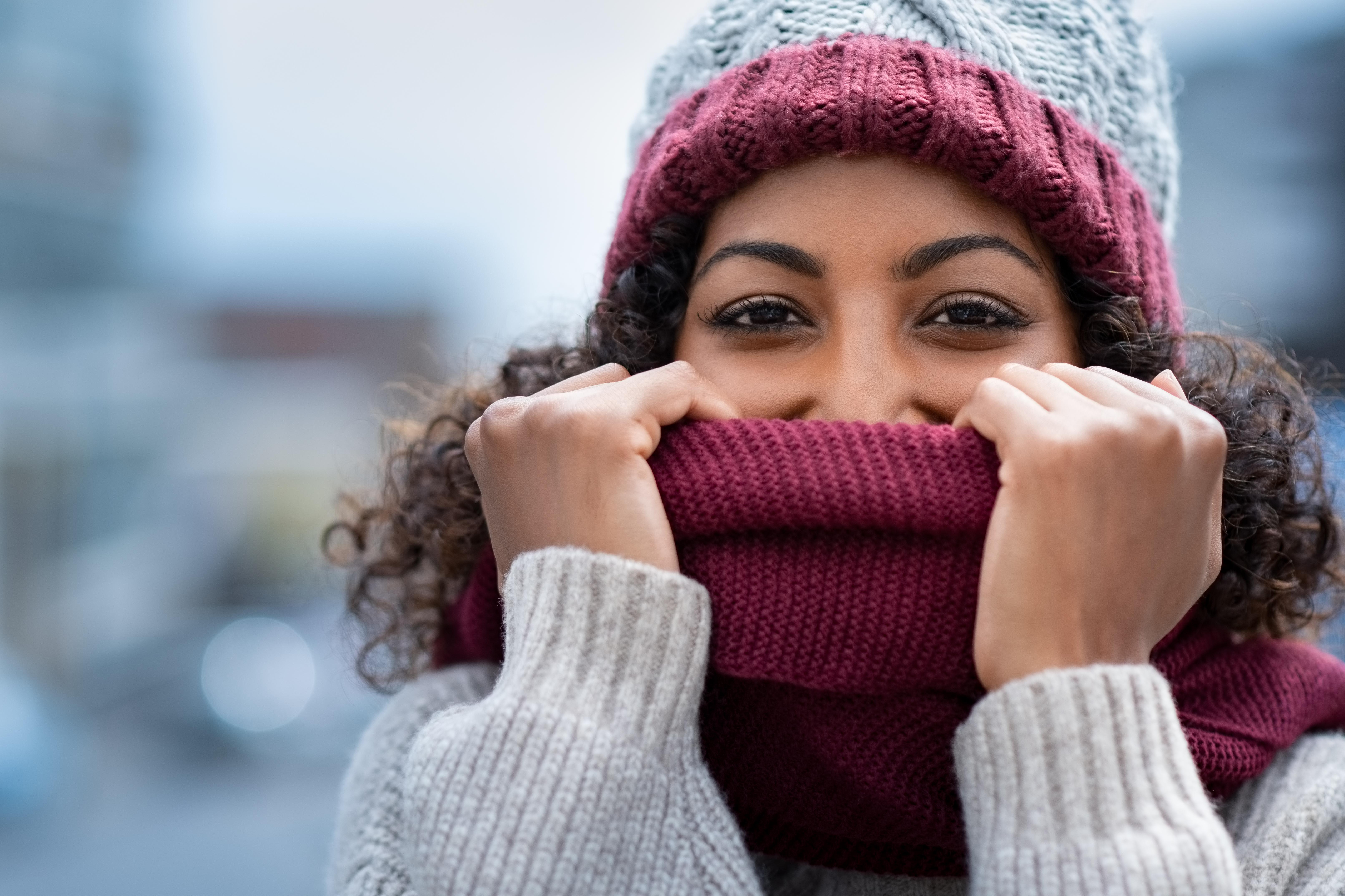 <p><strong>РАК</strong><br /> Емоциите ви са интензивни, както обикновено. Но този път трябва да изгоните драмата. Да, може да плачете отвътре, но се опитайте да запазите спокойствие пред другите.</p>