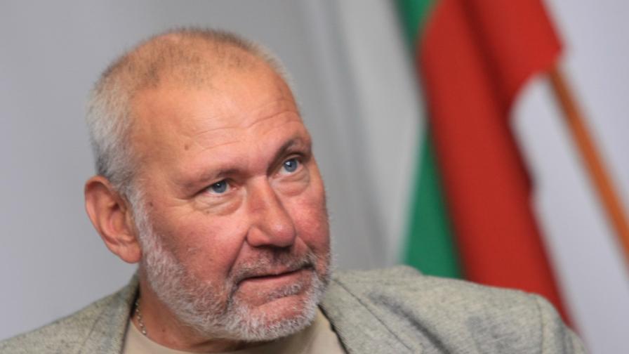 <p>Проф. Овчаров: Кирилицата е българска, надписи го доказват категорично</p>