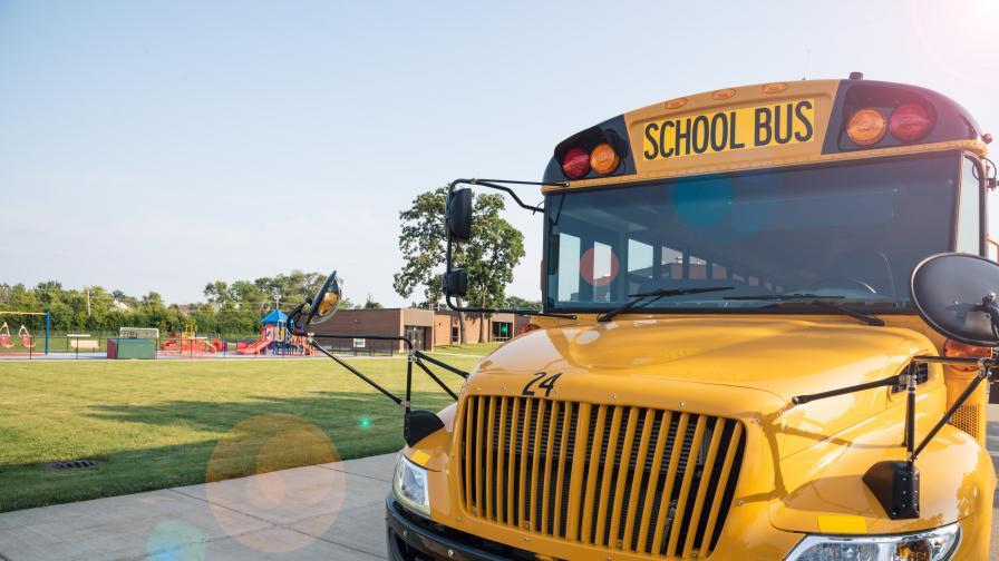 11-годишен открадна автобус, блъсна се в газопровод и дърво