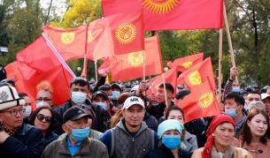 <p>Събитията в Киргизстан притесняват Москва и са възможност за Пекин</p>