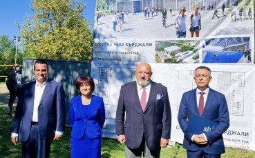 Министър Кралев и Цвета Караянчева направиха първа копка на многофункционална спортна зала в Кърджали