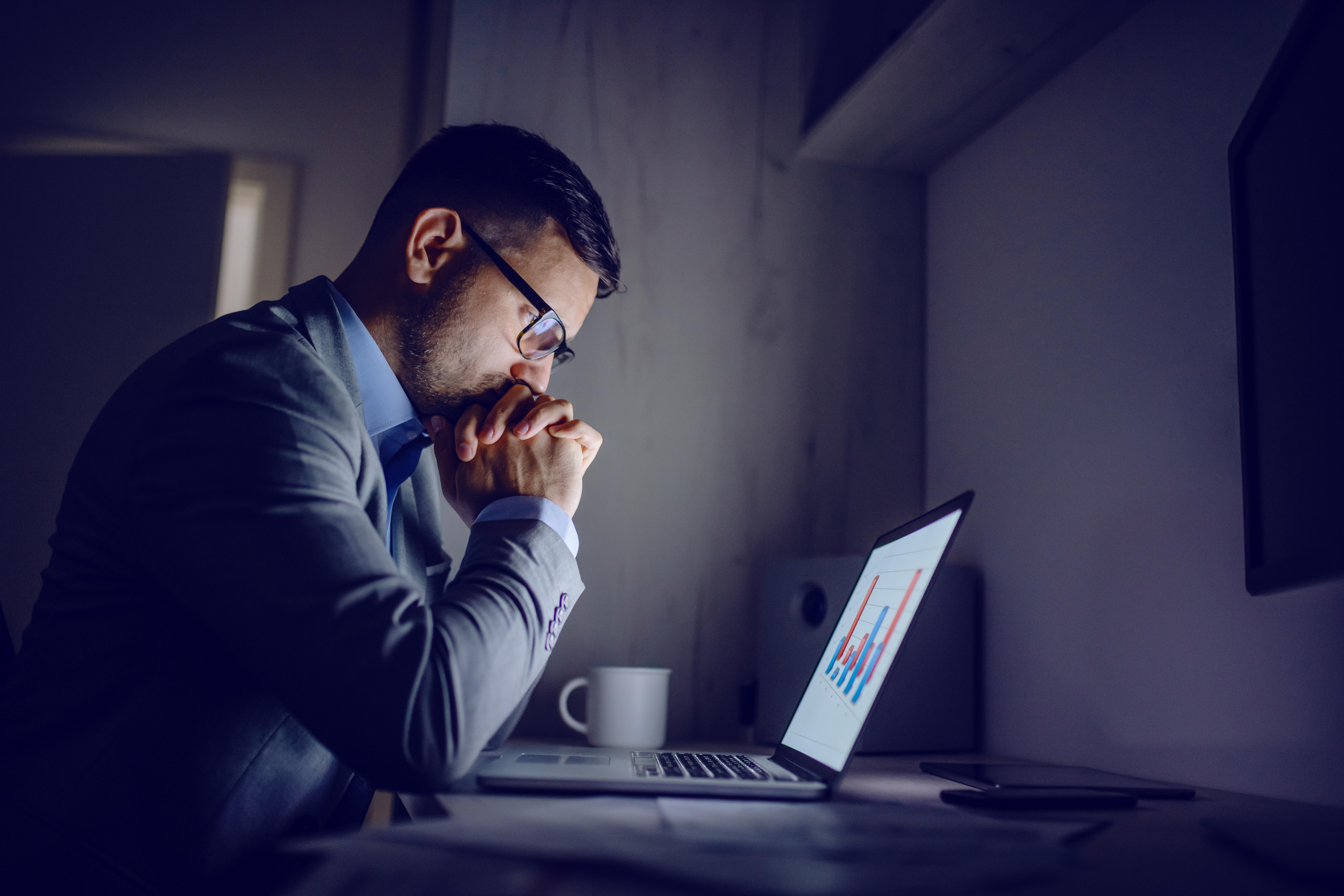 <p>Часовете след работно време Това може да бъде наистина сложен казус, тъй като в много случаи работата изисква извънредни часове. Разбира се срещу заплащане. Ако това обаче не е така или пък се случва твърде често, най-добре поговорете с шефа си. Човешкото тяло е способно да работи за определен период от време и редовното даване на извънредни часове също може да навреди на здравето на човека.</p>