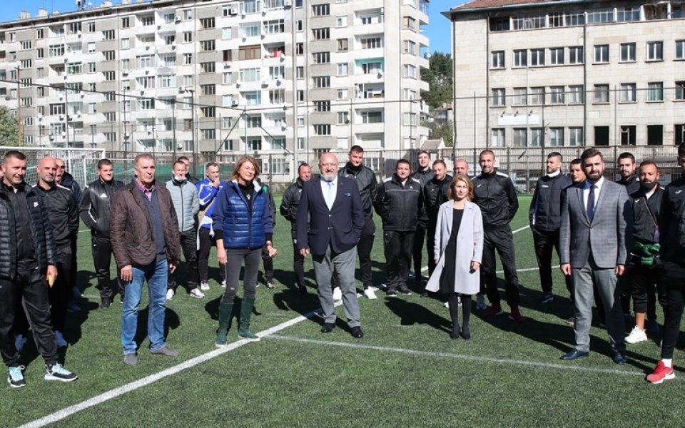 Красен Кралев откри футболно игрище в Габрово