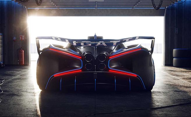 Тези Х-образни светлини отзад правят Bolide да изглежда като от ескадрилата X-wing starfighter на Съпротивата.