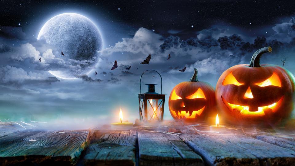 Хелоуин пълнолуние синя луна тикви страшно