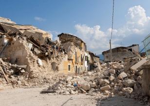 Две земетресения в Егейско море, разрушени сгради в Турция