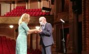 Вицепремиерът и министър на туризма Марияна Николова връчи награда ИКАР на режисьора ветеран Никола Петков