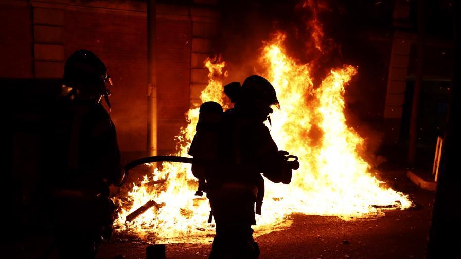 <p>Втори ден на сблъсъци между протестиращи и полиция в Испания</p>