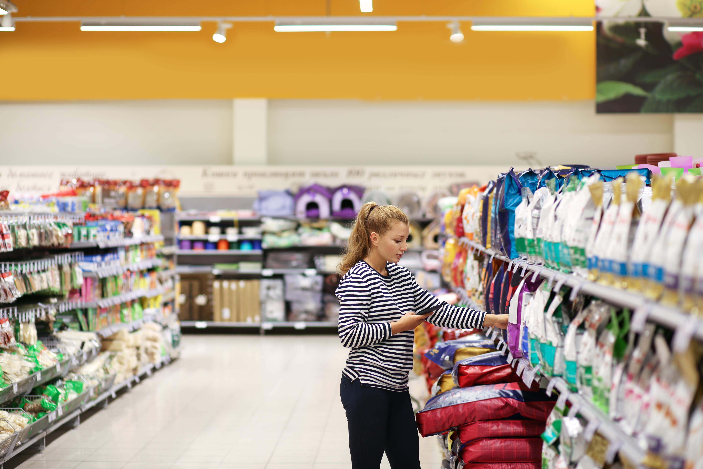 <p><strong>Храна за домашни любимци</strong></p>  <p>Най-добре да закупите храната за вашия домашен любимец от специализиран магазин. Ще имате по-голям избор и едновременно с това ще платите по-малко.</p>