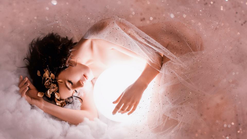 жена кълбо светлина