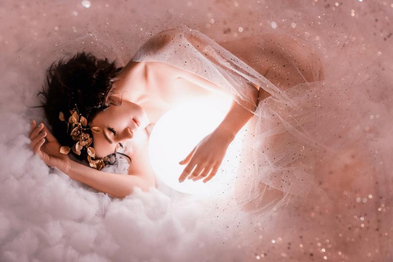 <p><strong>Романтични сънища</strong></p>  <p>Ако често се събуждаш със странното усещане, че си сънувала нещо красиво и изключително приятно, вероятно подсъзнателно се подготвяш да преживееш същите емоции и в ежедневието ти. Всичко друго е въпрос на обстоятелства.</p>