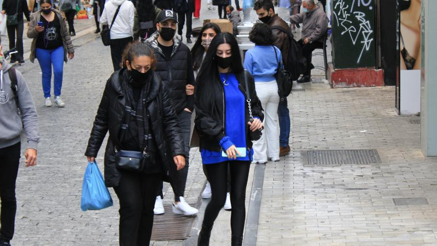 Гърция забрани продажбата на обувки, дрехи и играчки по време на карантината