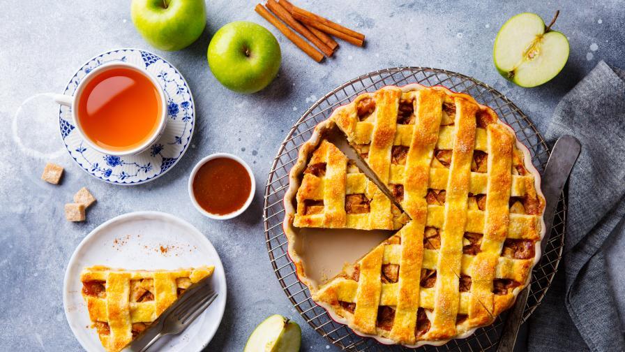 Ароматно есенно вдъхновение: Тарт с фламбирани ябълки и сливи