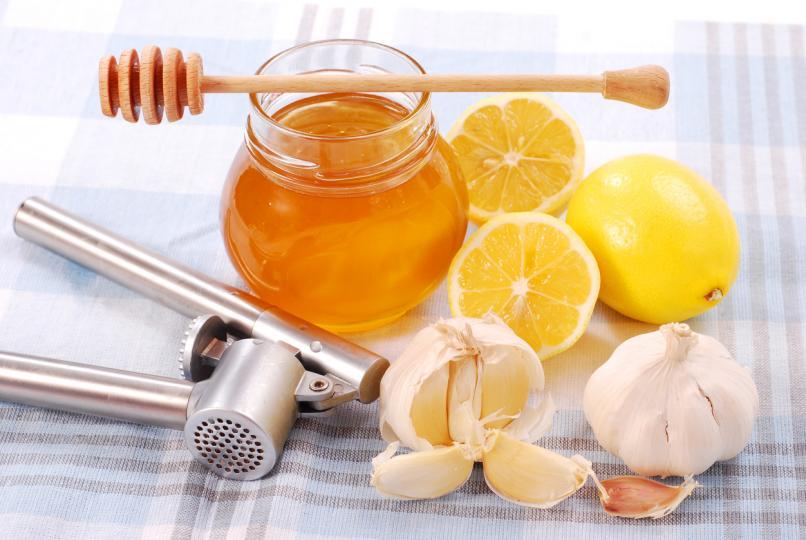 <p><strong>Необходими съставки:</strong></p>  <p>мед&nbsp;- 1 буркан или 1 кг (Био)</p>  <p>лимони&nbsp;- 4 бр. (органични)</p>  <p>ленено масло&nbsp;- 200 мл натурално</p>  <p>чесън&nbsp;- 3 скилидки (български)</p>