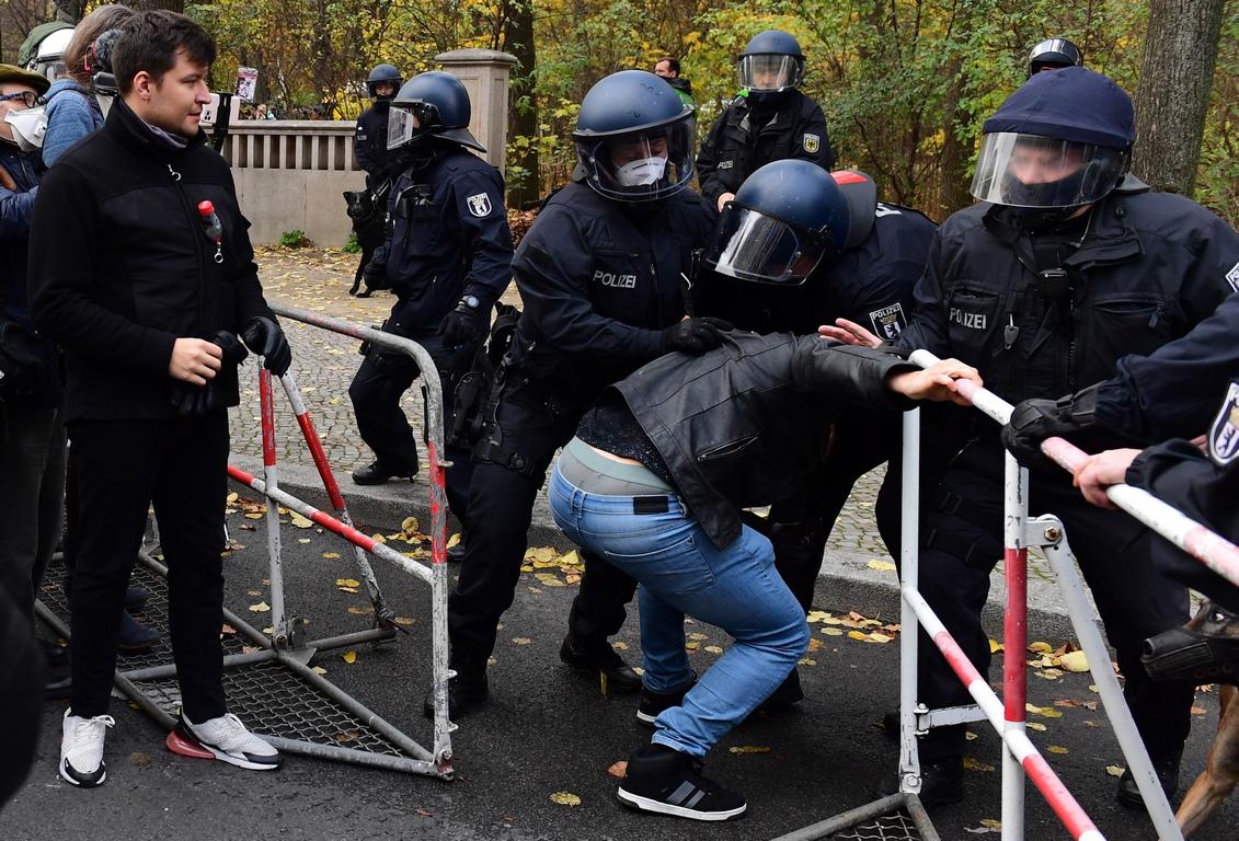 <p>Председателят на Германския полицейски съюз Райнер Венд очаква полицейската операция да продължи &bdquo;много часове&ldquo;, докато сбирката бъде разпусната напълно</p>